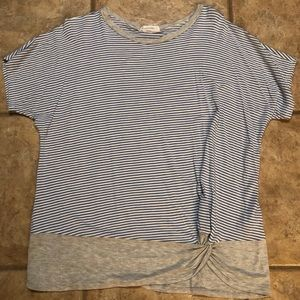 EE:Some brand Boutique Top With front knot
